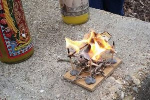 Finalmente, la cucaracha fue incinerada. Foto:Vía Imgur. Imagen Por: