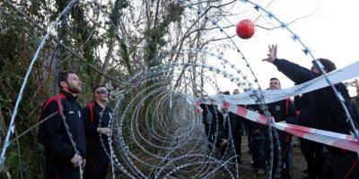 Un partido de voleibol: la manera perfecta para protestar contra la valla fronteriza de Eslovenia