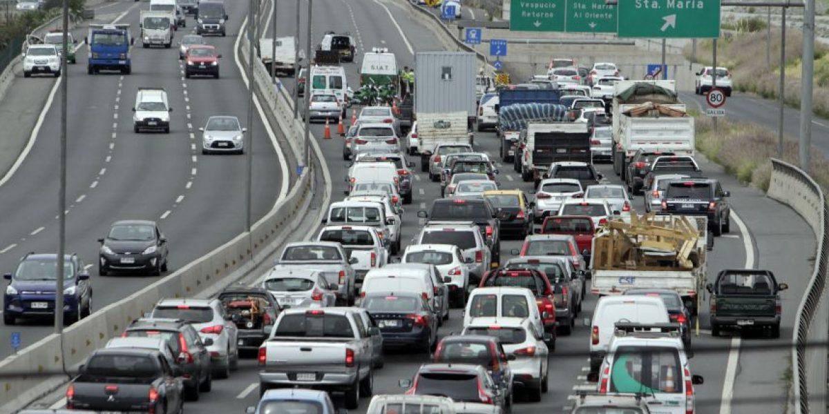 Un muerto y dos heridos graves tras choque en autopista Costanera Norte