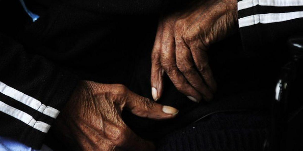 """4 de 10 chilenos cree que la razón de la pobreza está en """"la flojera y falta de iniciativa"""""""