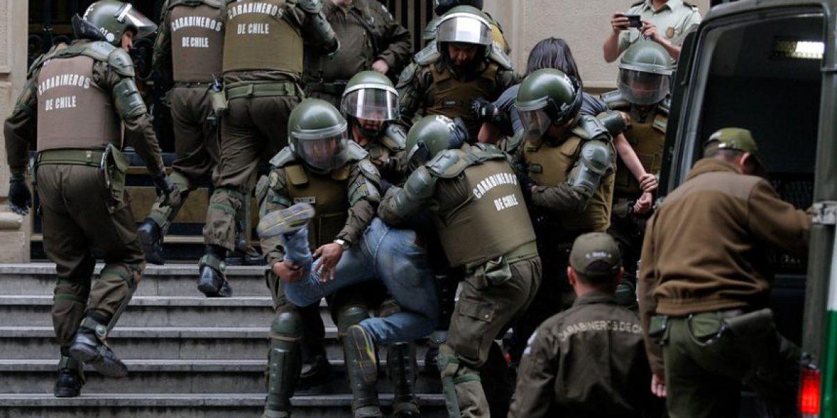 Carabineros desalojó el Ministerio de Hacienda tras