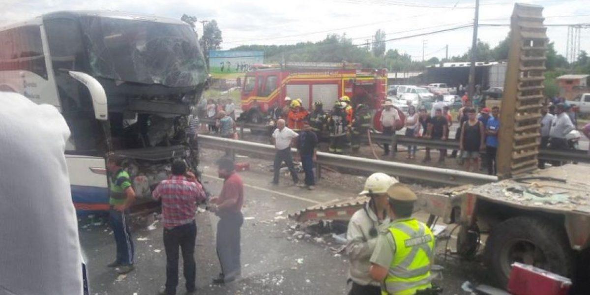 Accidente de bus interprovincial en Ruta 5 Sur deja un muerto y al menos 20 heridos