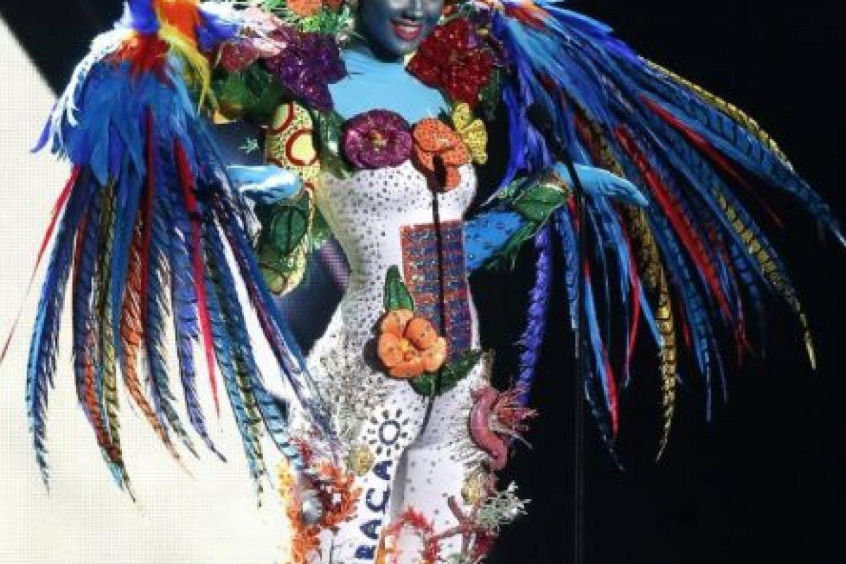 Demasiados colores y plumas. Foto:Miss Universo. Imagen Por: