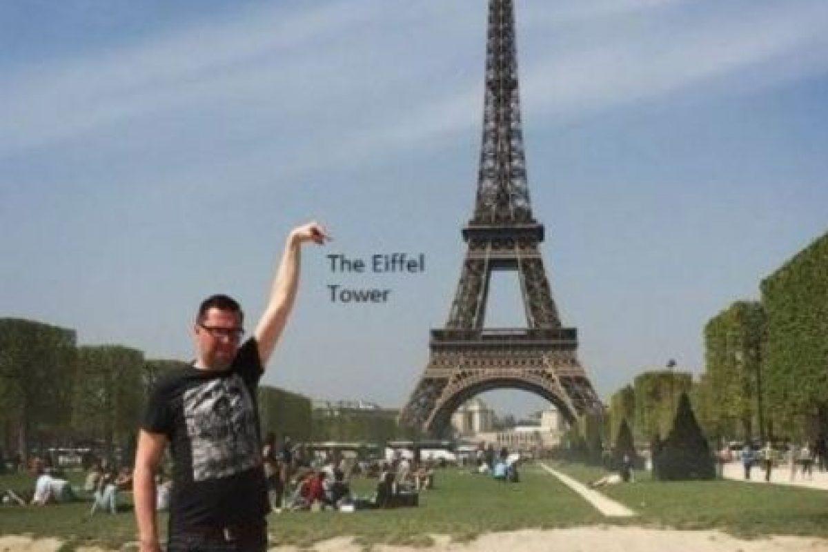 Yves Van De Ven, usuario de 4Chan, quiso que arreglaran su foto de su visita de la Torre Eiffel y esto fue lo que le pasó. Foto:vía 4Chan. Imagen Por: