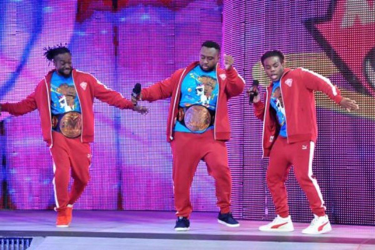 Al lado de Kofi Kingston y Xabier Woods Foto:WWE. Imagen Por: