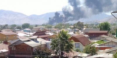 Incendio en fábrica ubicada en Maipú moviliza a equipos de emergencia