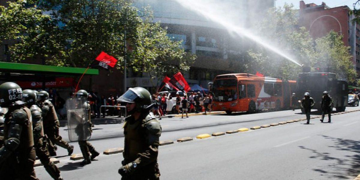 Estudiantes se manifestaron contra ley corta de gratuidad en la previa de marcha no autorizada de la Confech