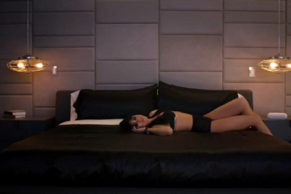 Aquí, la joven cantante luce un conjunto de lencería negro Foto:YouTube/SelenaGomez. Imagen Por: