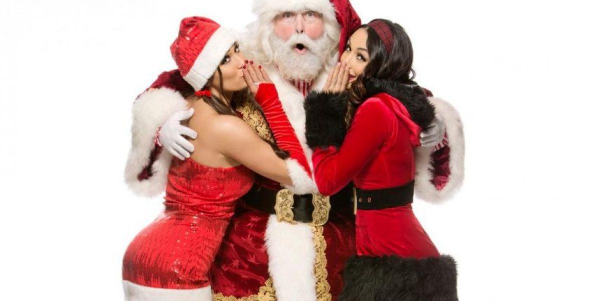 Las sensuales fotos navideñas de las divas de la WWE