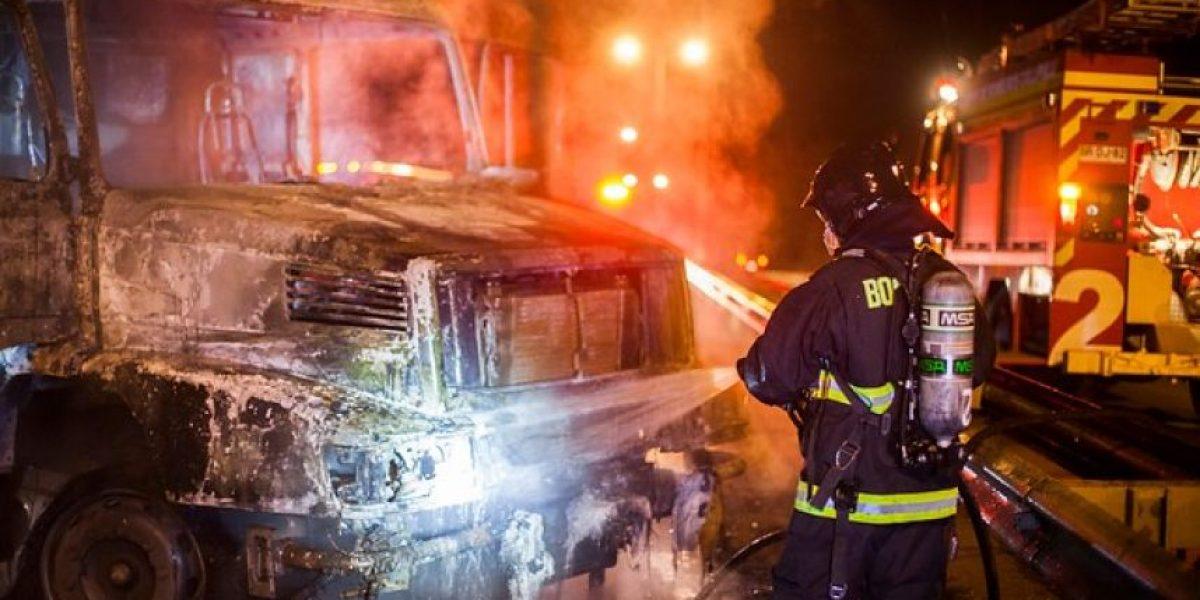 Nuevo atentado incendiario en La Araucanía: encapuchados queman bus de trabajadores