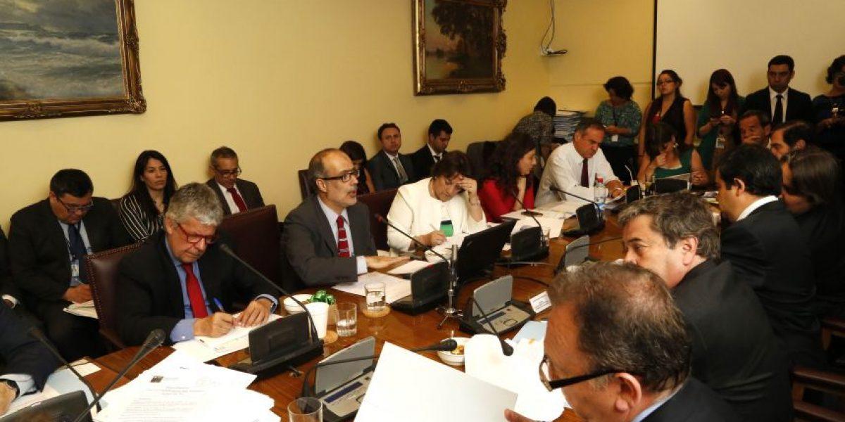 Senadores Coloma y García advierten inconstitucionalidad de ley corta por gratuidad