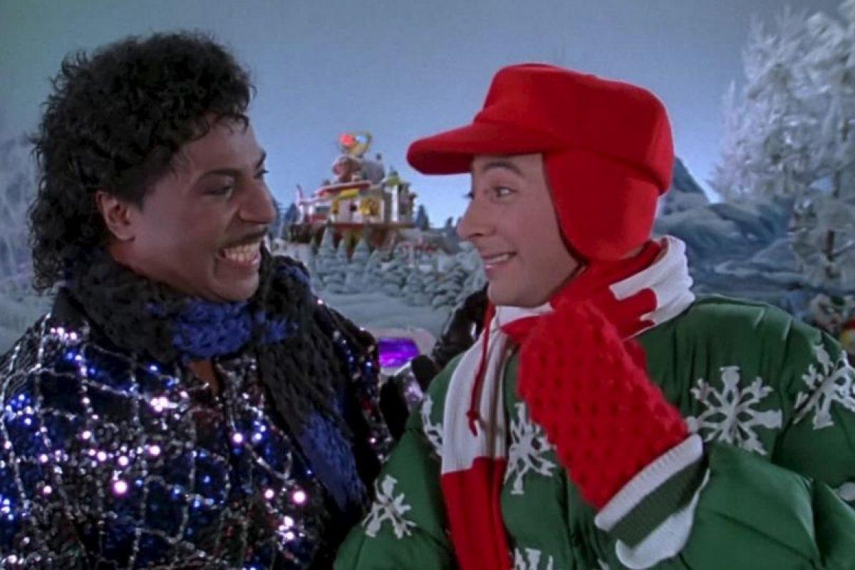 En medio de una avalancha de estrellas, Pee-Wee se pone sus patines de hielo y se desliza a la Navidad en un episodio lleno de canciones navideñas. Foto:vía Netflix. Imagen Por: