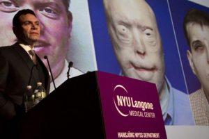 5. Bombero recibe el trasplante de rostro más complejo de la historia Foto:AFP. Imagen Por:
