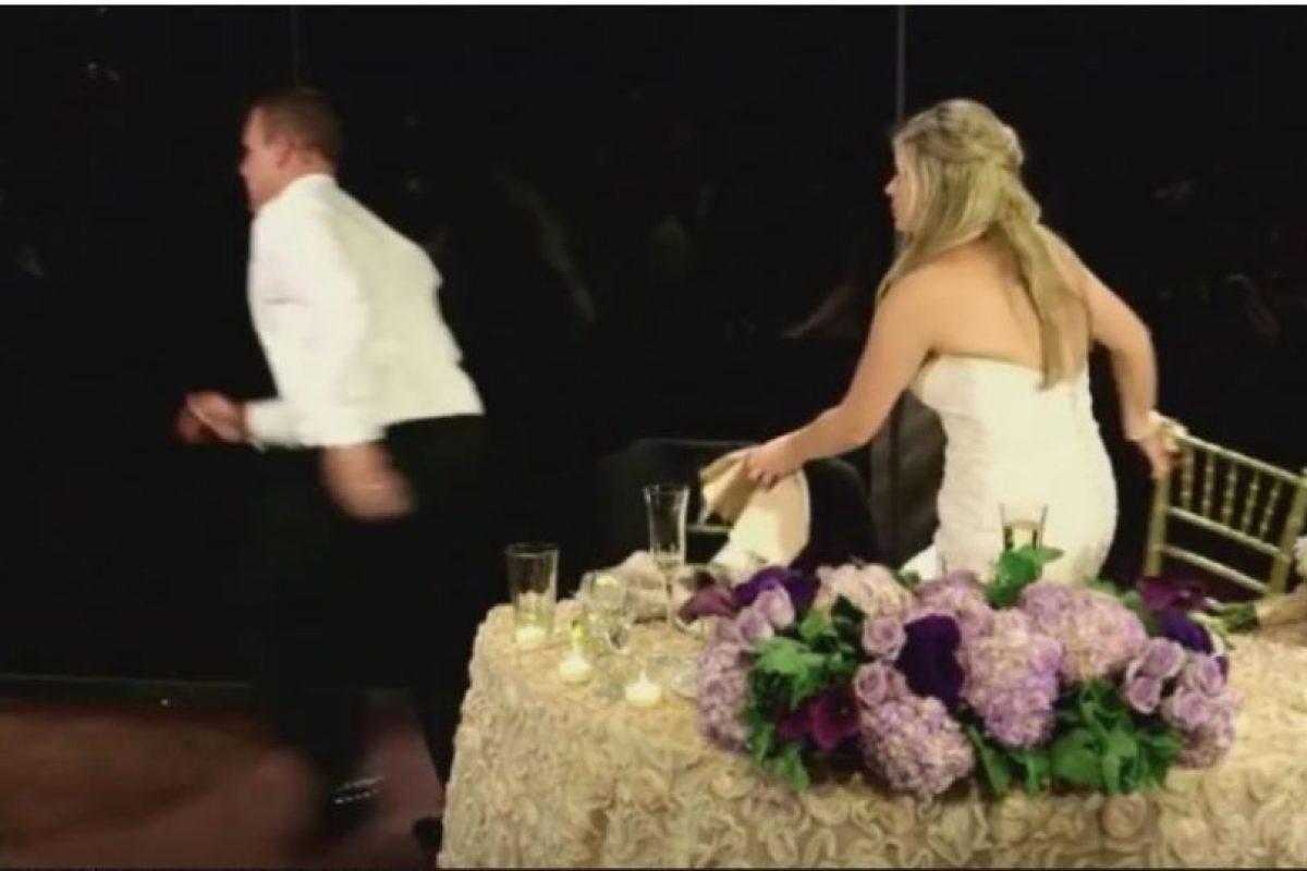 4. Bombero interrumpe su boda para salvar a hombre que se ahogaba Foto:YouTube – Archivo. Imagen Por: