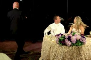 """Luego del drama, la esposa mencionó al canal de noticias """"ABC7"""": """"Salvar una vida justo delante de mí, el día de nuestra boda, sólo logró un verdadero día increíble"""". Foto:YouTube – Archivo. Imagen Por:"""