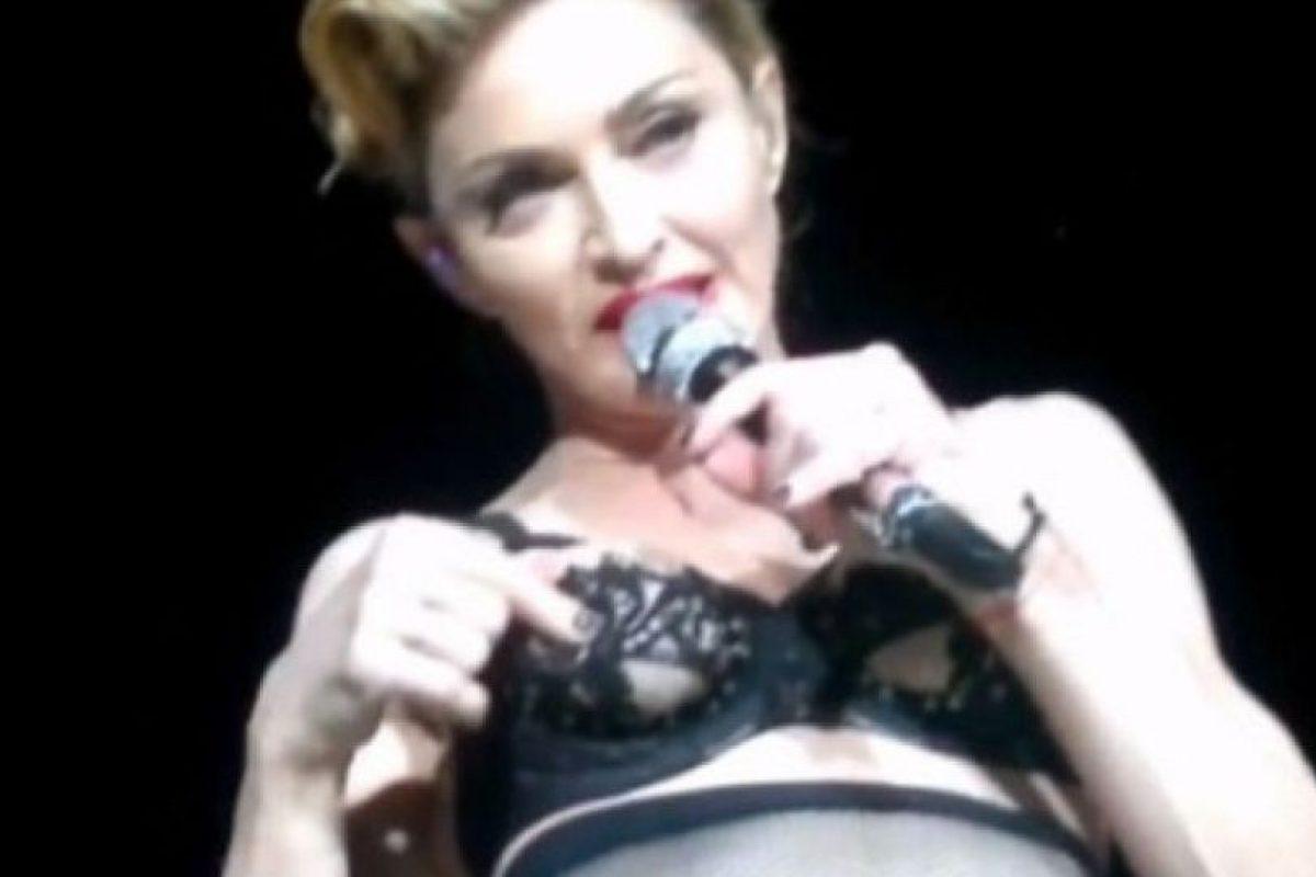 2. Madonna mostró su pezón durante un concierto en Estambul, Turquía, en 2014 Foto:Pinterest. Imagen Por: