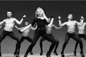 """4. En su video """"Girls Gone Wild"""" se rodeó de hombres bailando en leggins y tacones de aguja. Foto:YouTube/Madonna. Imagen Por:"""
