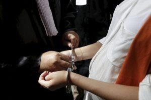 Esto antes de que la policía la arrestará. Foto:Getty Images. Imagen Por: