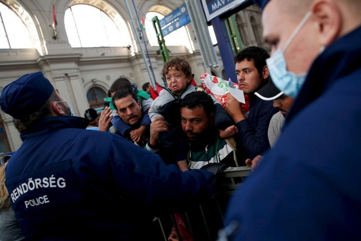 Milies de refugiados abandonan Europa por diferentes razones. Foto:Getty Images. Imagen Por: