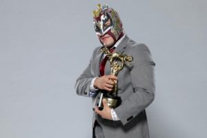 """El enmascarado ganó el """"Momento chocante del año"""", por su lance en TLC Foto:WWE. Imagen Por:"""