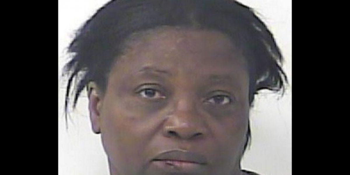 Mujer golpea a su marido por hacer flatulencias y es arrestada