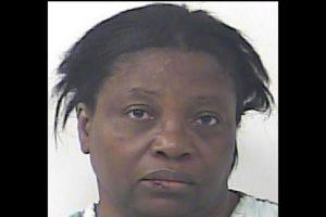 Dawn Meikle, fue acusada de agresión doméstica Foto:St. Lucie County Jail. Imagen Por: