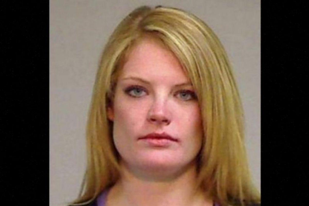 Lauren Redfern fue arrestada después de que la descubrieran teniendo relaciones sexuales con un alumno de 17 años de edad, en el baño de las maestras Foto:Eagle County Sheriff's Office. Imagen Por: