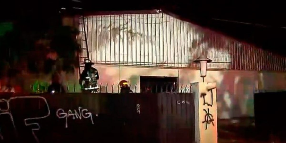 Investigan ataque con bombas molotov a Escuela Técnica Aeronáutica en Quinta Normal