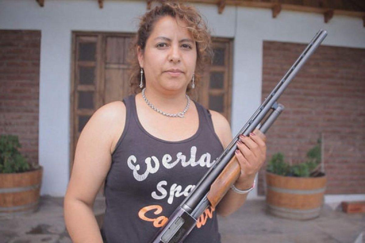 """Un grupo de mujeres tomó la decisión de desalentar a posibles asaltantes con las armas en la mano. Su experiencia fue recogida en el programa """"Informe Especial"""" de TVN. Foto:TVN. Imagen Por:"""