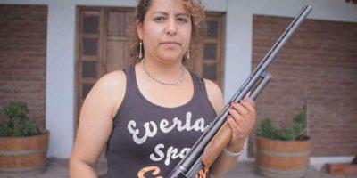 Escopeta en mano, mujeres buscan proteger sus hogares y disuadir a los delincuentes