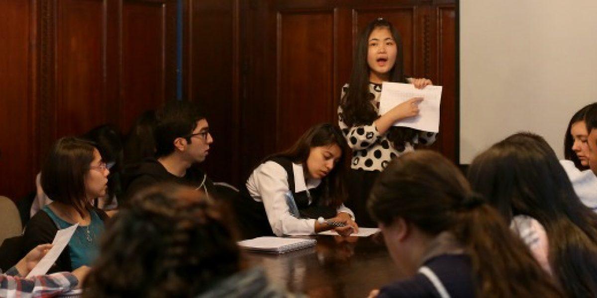 ¿Negocios con China? Abren postulaciones a becas del Injuv para estudiar chino