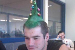 Navidad hasta en el peinado. Foto:Imgur. Imagen Por: