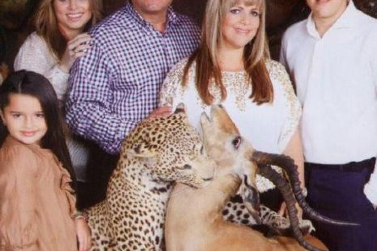 Una Navidad en el Serengeti. Con amor. Foto:Awkward Family Photos. Imagen Por: