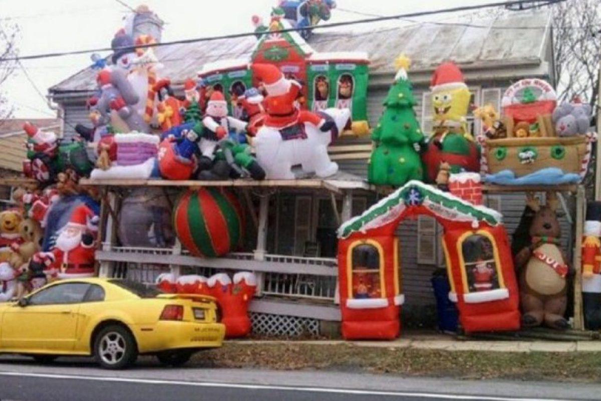 La Navidad y Toy Story vomitaron literalmente sobre esta casa Foto:Twitter. Imagen Por: