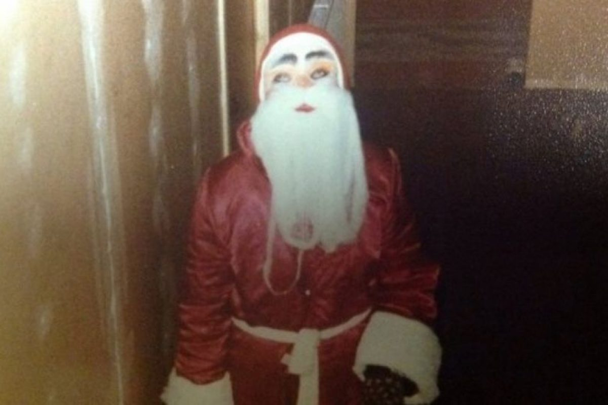 Papá Noel se aparece en las escaleras. Foto:Reddit. Imagen Por: