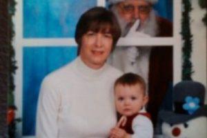 ¿Qué rayos hace Santa ahí? Foto:wkward Family Photos. Imagen Por: