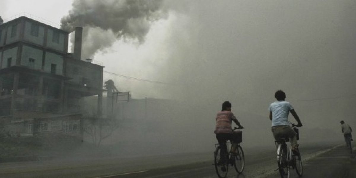 Aeropuerto de Pekín cancela más de 200 vuelos por la alta contaminación