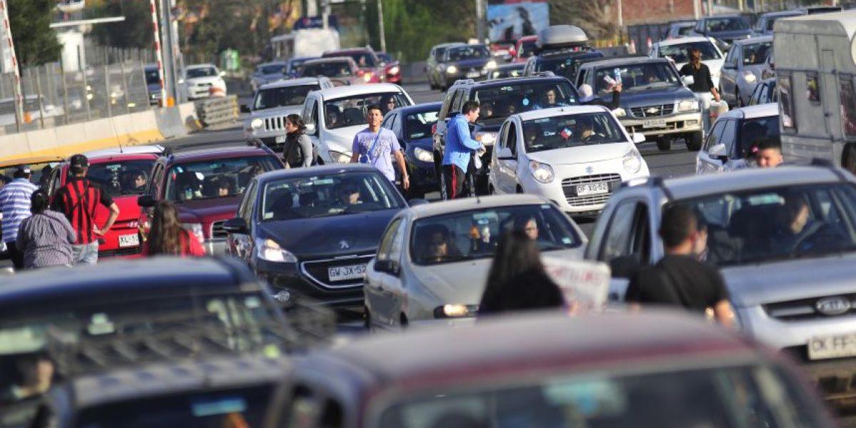 Más de 140 mil vehículos ya salieron de la capital por el fin de semana largo