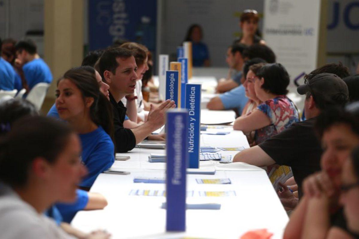 La Universidad Católica también abrió sus puertas a los postulantes. Foto:Agencia Uno. Imagen Por: