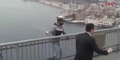 Presidente de Turquía salvó a suicida que se quería matar tirándose de un puente