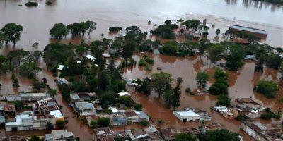 Argentina: crecida de ríos deja 2 muertos y 20.000 evacuados