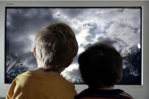 7. Los padres son una figura fundamental por medio de la cual sus hijos interpretan el mundo. Rrecuerden que la educación sexual no es exclusiva del colegio, y las bases de la misma, como todo acto de culturización, se dan en casa, y va mucho más allá de una charla escueta sobre el tema. Foto:Getty Images. Imagen Por: