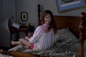 """""""Linda Blair"""" en la famosa escena de """"El Exorcista"""". Foto:Warner Bros.. Imagen Por:"""