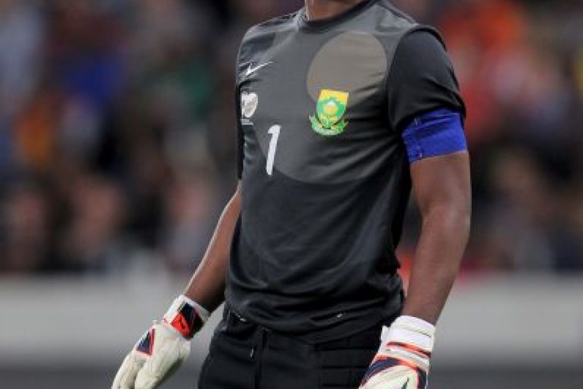 En octubre de 2014 fue asesinado a balazos el capitán de la Selección de Sudáfrica, el arquero Senzo Meyiwa. La tragedia ocurrió durante un intento de robo en la casa de un amigo del futbolista, quien recibió varios disparos en la parte superior de su cuerpo, lo cual le causó la muerte. Foto:Getty Images. Imagen Por: