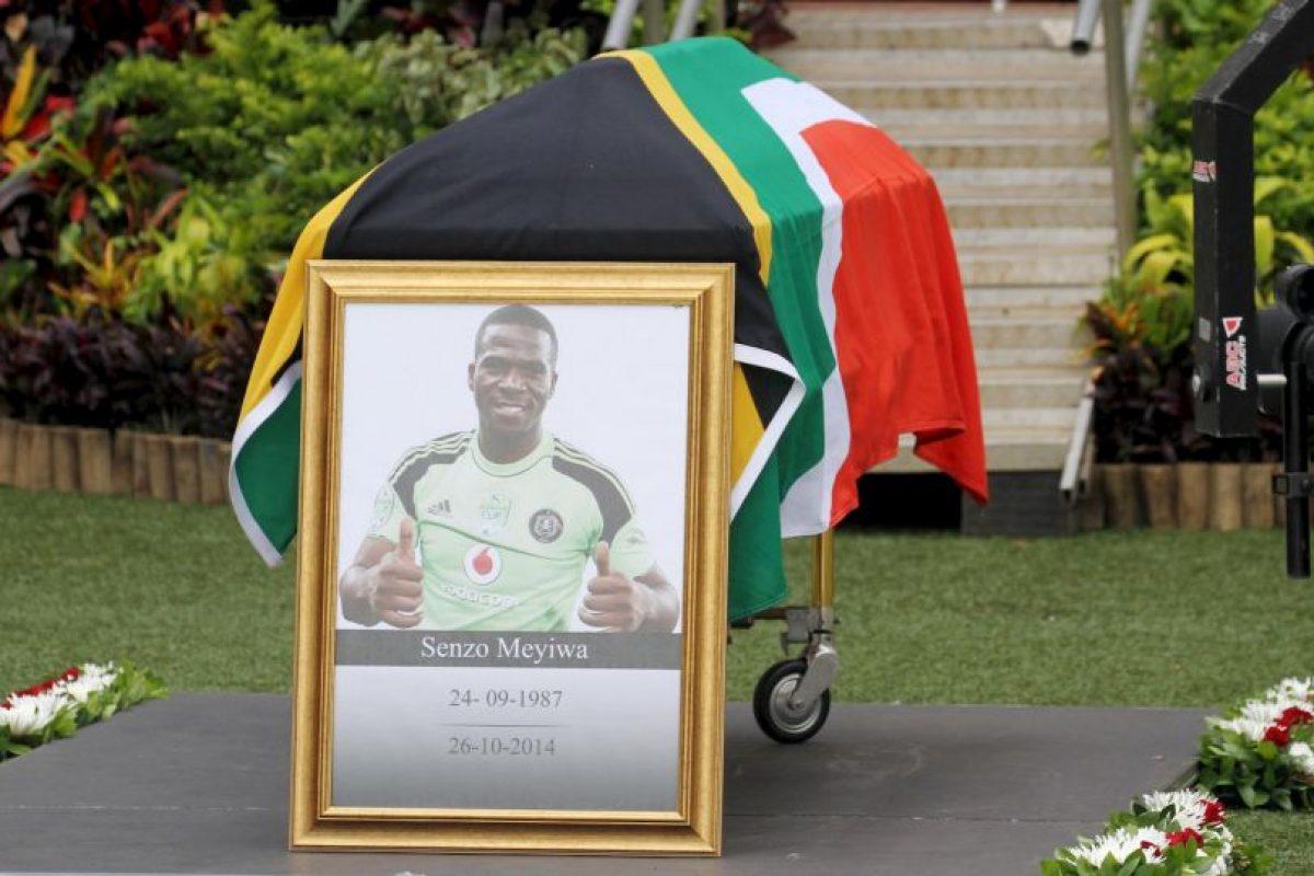 Este asesinato causó la indignación del pueblo sudafricano que lloró a su jugador por varios días. Lo extraño del caso fue que los ladrones no se llevaron ninguna propiedad del lugar en el que ocurrió el crimen. Foto:Getty Images. Imagen Por: