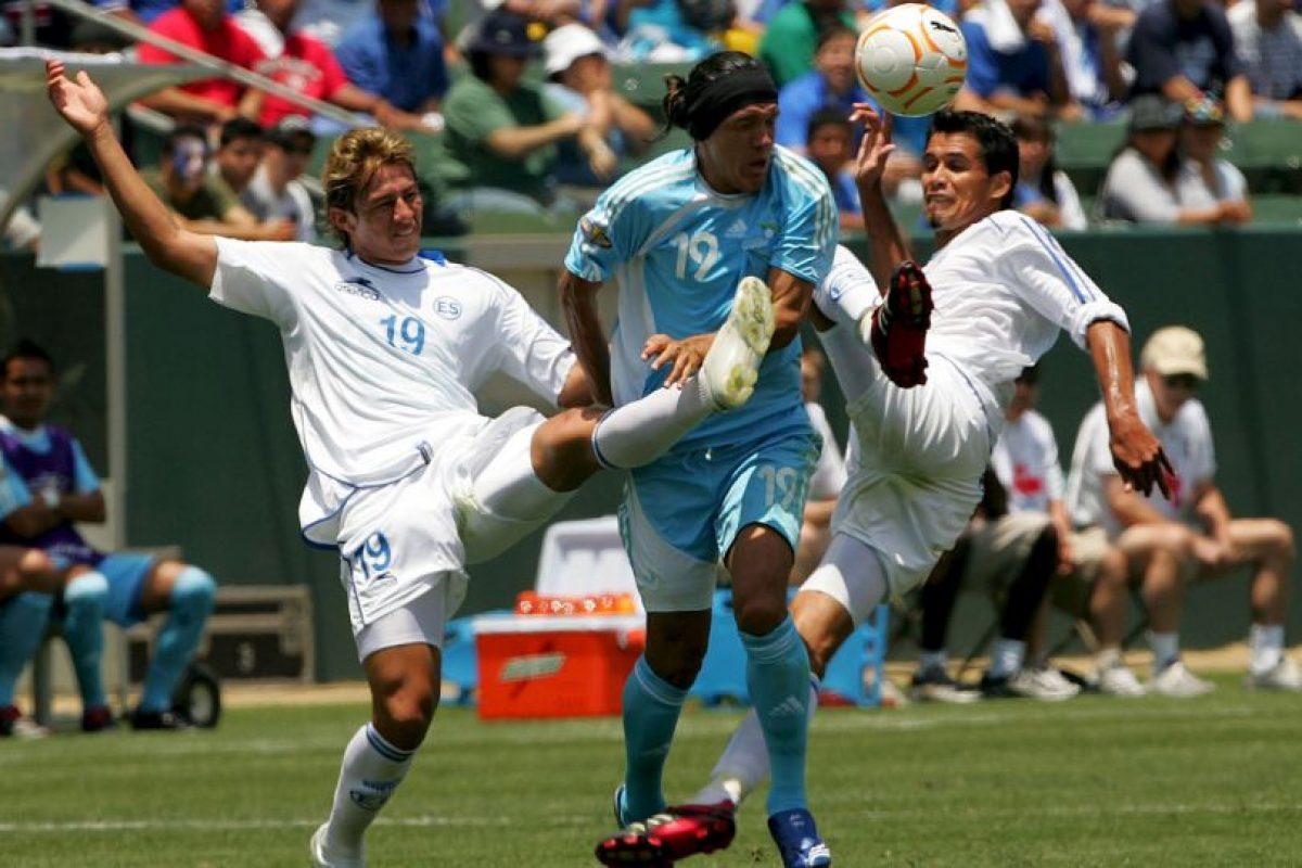 Un grupo no identificado le disparó en la madrugada de este domingo. Pacheco era el futbolista que más veces vistió la camiseta de la selección salvadoreña Foto:Getty Images. Imagen Por: