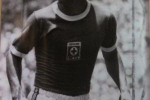 """Conocido como el """"Centavo"""", fue un jugador muy carismático en México durante los años 70, pues jugó en Cruz Azul y Chivas, dos de los equipos más populares de este país. Pero cuando su carrera estaba en lo más alto, fue asesinado tras una discusión en un restaurante de Guadalajara. Foto:Vía twitter.com/memodep. Imagen Por:"""
