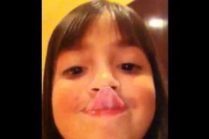 Tocar tu nariz o barbilla con la lengua. Foto:Vía Youtube. Imagen Por: