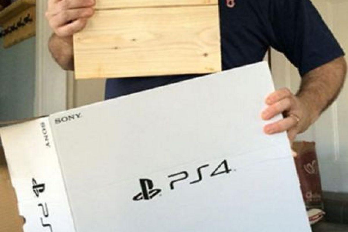 El PS4 era una réplica de madera. Foto:vía myfoxboston.com. Imagen Por: