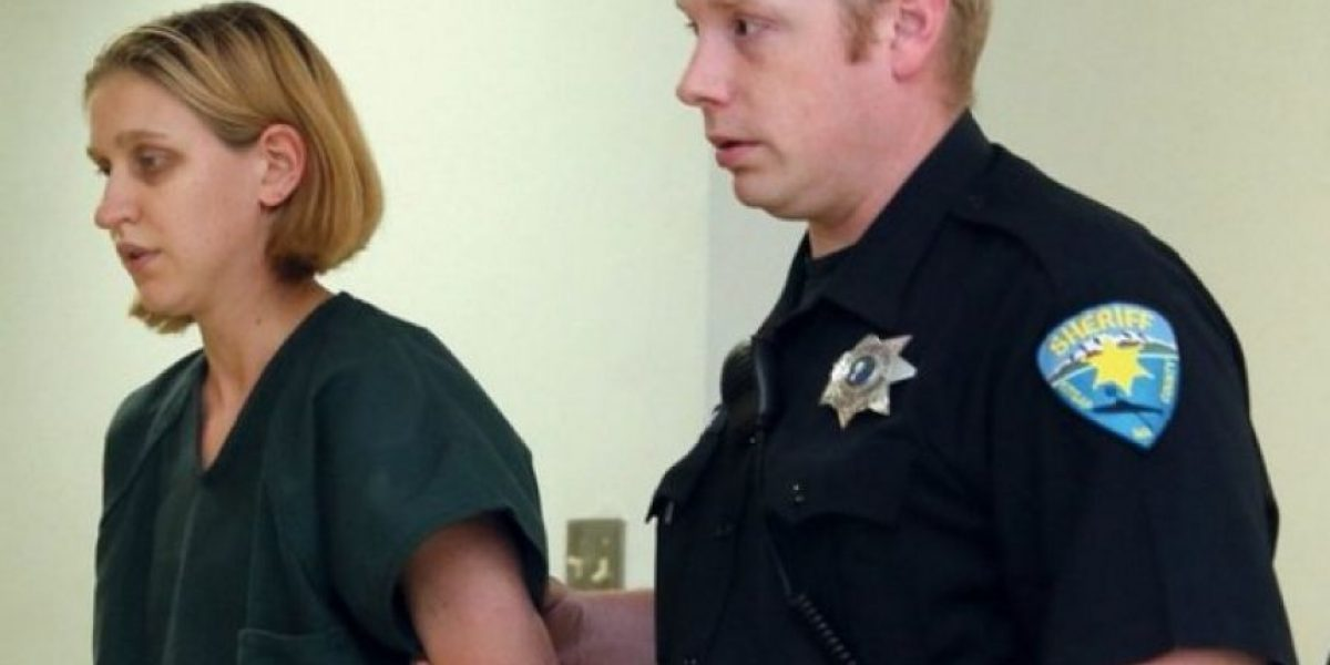 Maestra condenada a 8 meses de prisión por abusar de un estudiante